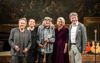 Die Künstler Wolfram Berger, Schiffkowitz und Markus Schirmer sowie die Organisatorin Marianne Hütter und die Obfrau der Leukämiehilfe Steiermark, Regina Friedrich